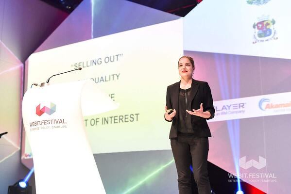 Pro Speakers on How to Give a Perfect Keynote Presentation