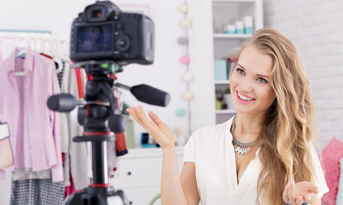 How to Vlog: A Complete Guide to Start Vlogging in 2021